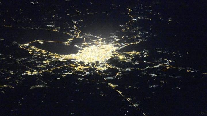 Уникальные редкие кадры: Космонавт МКС смог запечатлеть ночной Петербург