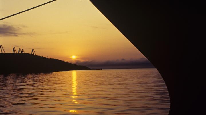 СКР расследует гибель рыбака при крушении лодки в Японском море