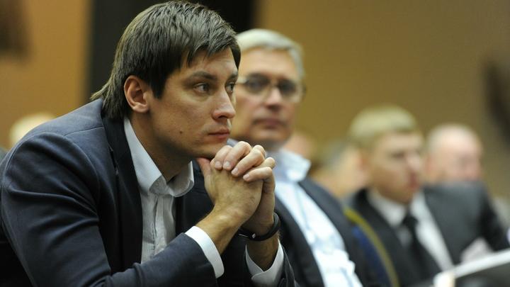 Дмитрия Гудкова обвинили в пиаре на смертях людей при крушении Ан-26 в Сирии