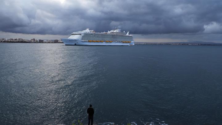 Посольство России нашло троих российских граждан на борту эвакуируемого в Норвегии круизного лайнера