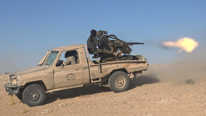 Боевики ИГИЛ стягивают к Дейр-эз-Зору тяжелую технику