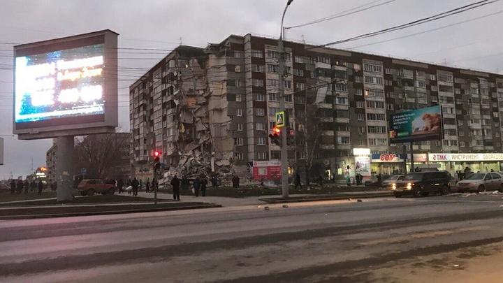 При разборе завалов рухнувшего дома в Ижевске пострадал спасатель