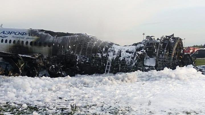 В Российской Федерации  после катастрофы массово отменяют рейсы самолетов «Сухой Суперджет»