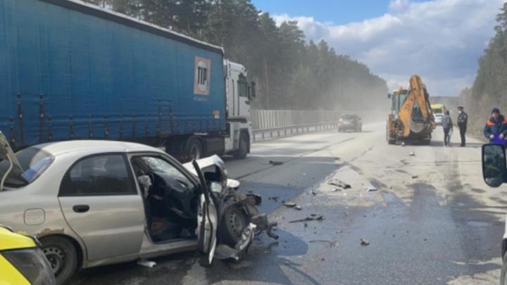 Четыре человека ранены в ДТП с трактором в Екатеринбурге