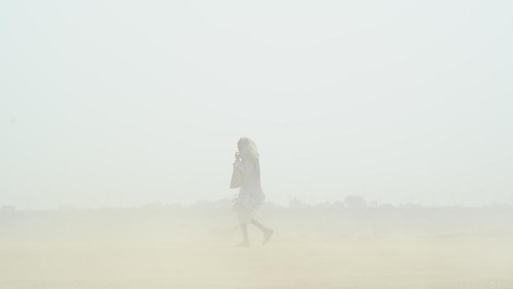 Индия постепенно зарывается в песок: Количество жертв катастрофической бури продолжает расти - видео