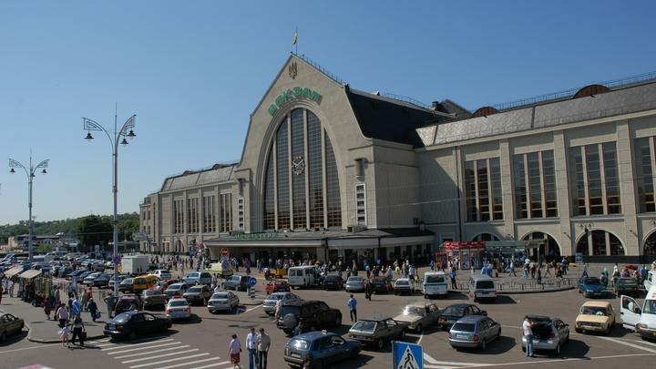 Более 700 человек эвакуировали из-за сообщения о бомбе на вокзале в Киеве