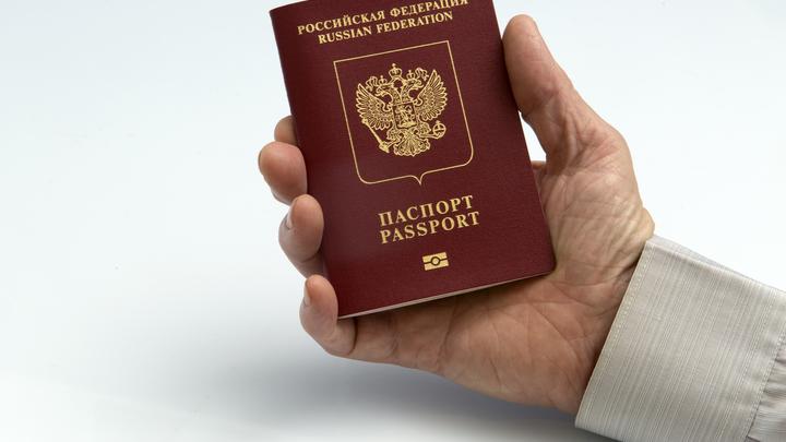 Депутат предложил ввести новый возраст получения паспорта. Потому что долго живём