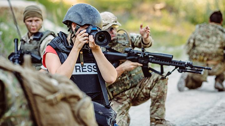 """""""Вот таких, как ты, убивать надо"""": На русских военкоров объявили охоту за доллары"""
