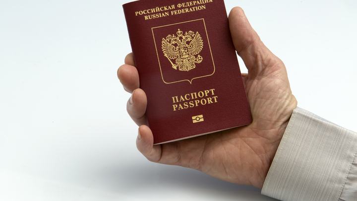 Идеальное лицо оставили для Instagram: В России вступили в силу новшества с паспортами