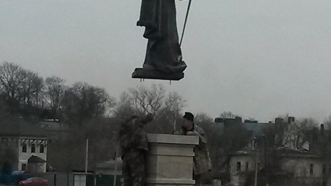 Новый памятник Ивану Грозному увезли в неизвестном направлении