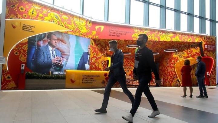 На ПМЭФ-2021 открылся самый русский стенд
