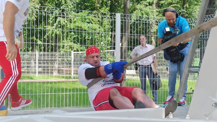 Силач прокрутил 41-метровое колесо обозрения и установил новый мировой рекорд