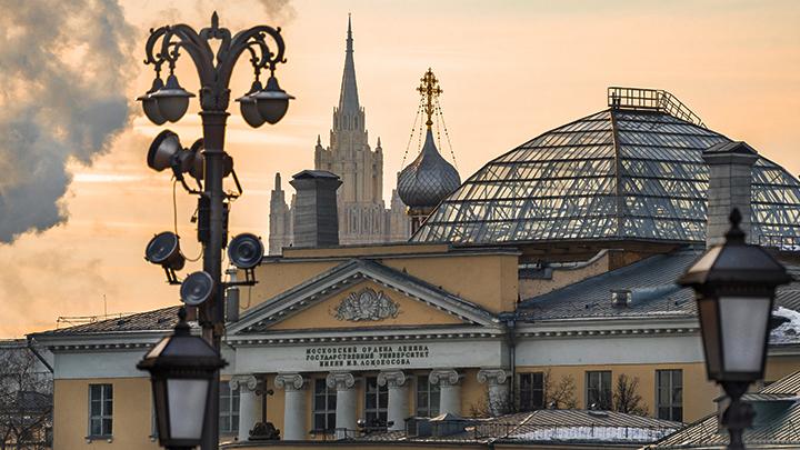 Темнота - друг коммуниста: Предложение депутата от КПРФ испугало и позабавило москвичей