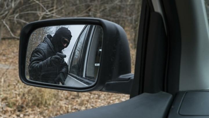 Съездил за минералкой: житель Новоорловска задержан за угон чужой Нивы
