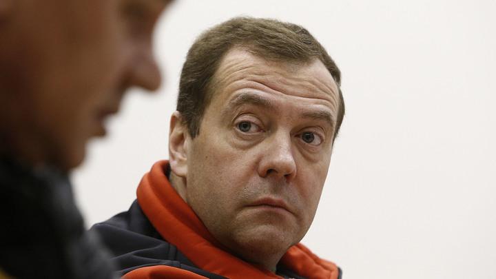 Я не при делах: Медведев переадресовал следователям все вопросы по делу Серебренникова