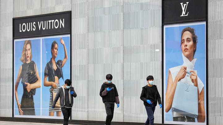 Коронавирус завезли в Россию в чемоданах Louis Vuitton