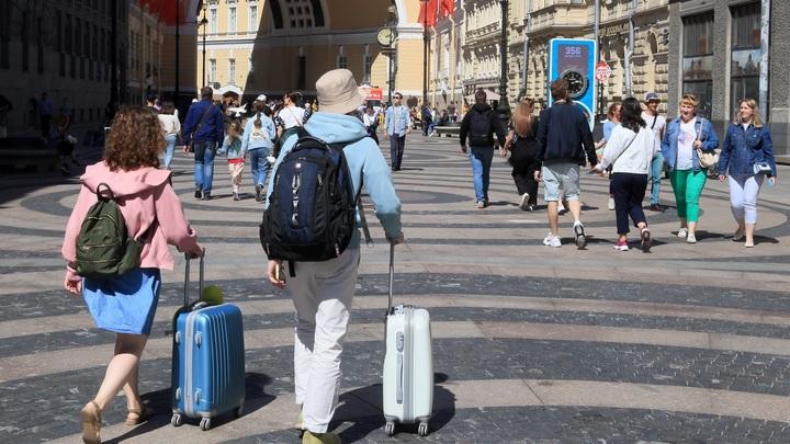Восемь стран готовы принять туристов из России уже сейчас. Однако есть несколько но