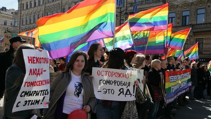 Радужный флаг - это политика: Церковь уличила США и Британию в неуважении к российским ценностям