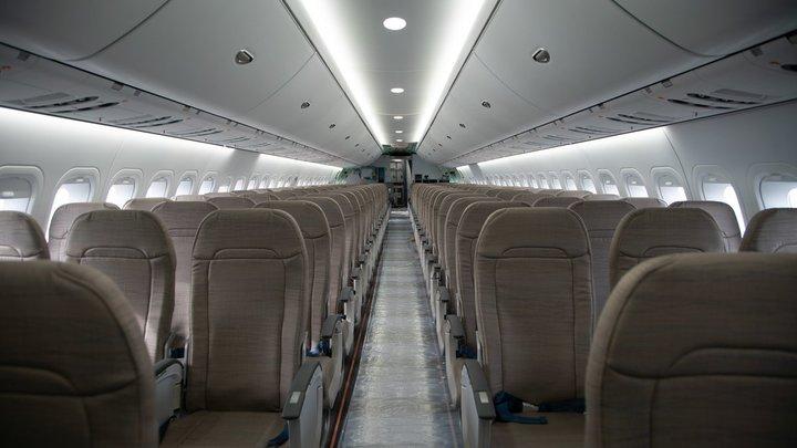 У самолета рейса Екатеринбург - Ростов отказал двигатель