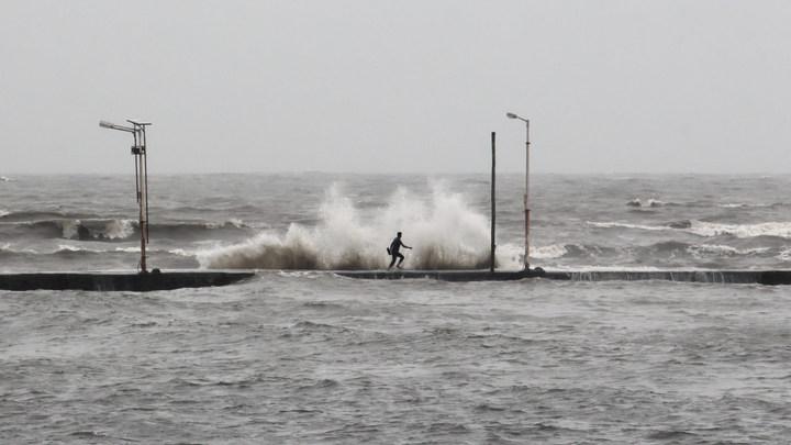 Слабоумие и отвага? Шестеро безрассудных купальщиков погибли во время шторма в Крыму
