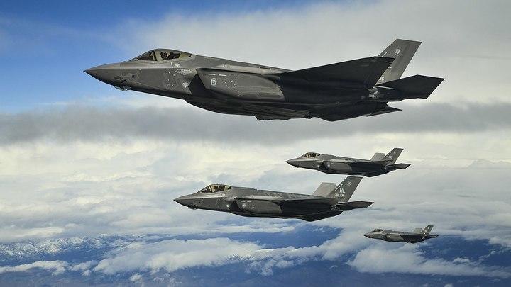Толку от них мало: Вице-адмирал ВС США в пух и прах разнес американские истребители F-35