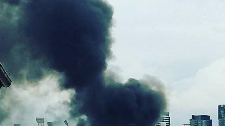 «Валит черный дым»: В Москве загорелся морг военного госпиталя ФСБ РФ