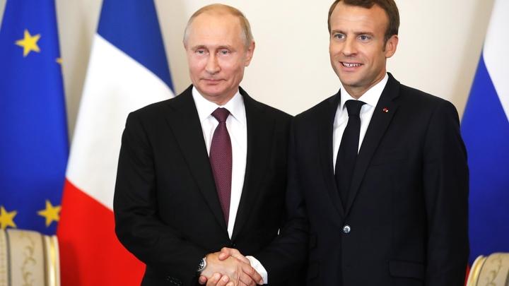 Между строк: Макрон в Петербурге цитировал Толстого и обращался к Путину Mon cher Vladimir!