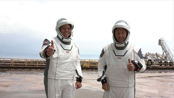 Космические грибники в скафандрах SpaceX вызвали массу вопросов: А собирались вообще лететь?