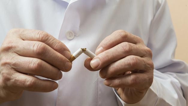 Британские ученые: Даже одна сигарета в день загонит вас в могилу