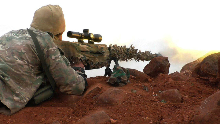 Рассекречена работа снайпера в Сирии, снявшего боевиков: Вы можете заметить, как летят пули