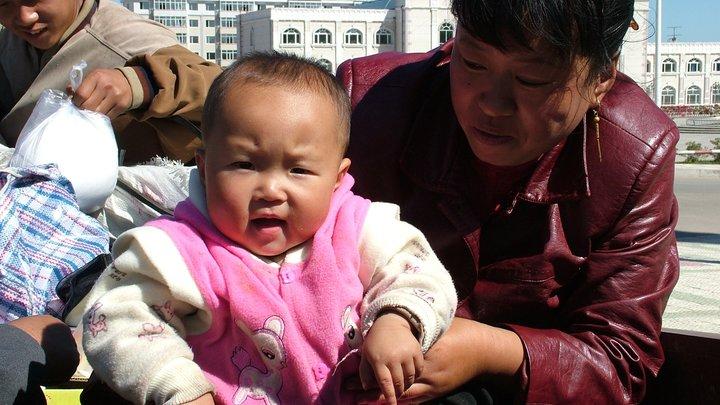 Китай может снять ограничение на количество детей в семье в конце этого года