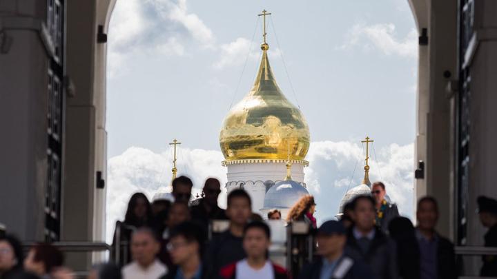 Дух Конституции: Моральные уроды пусть уезжают, а нормальным людям — великая Россия