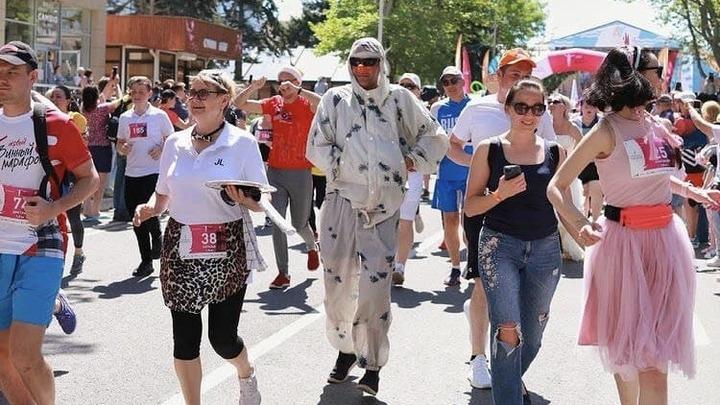 В винном марафоне в Анапе пробежали более 1200 человек