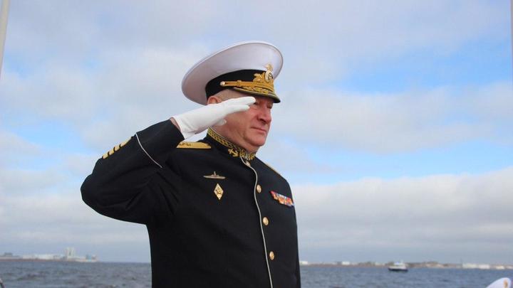 И море умеет помнить, я уверен: Главком ВМФ России возложил венок в Финском заливе