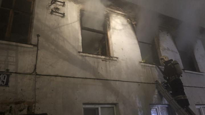 Во Владимире этой ночью пожарные спасли троих, в Александрове – 15 человек