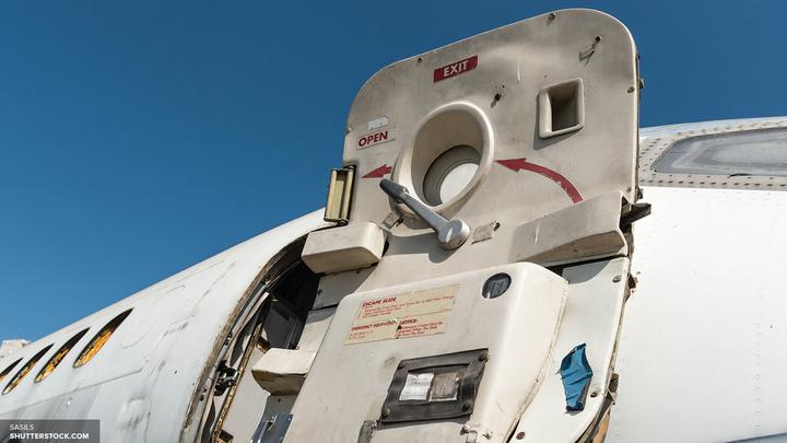 Не нравится - выходи: Американский самолет прервал полет из-за неоплаченного одеяла