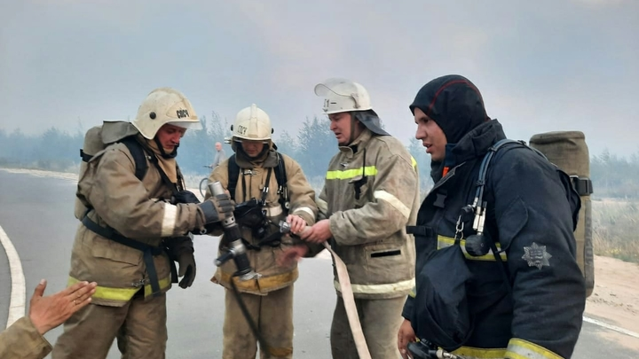 На базу отдыха Белая лошадь под Екатеринбургом стянули бригады МЧС из-за пожара