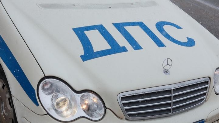 Возле Ростов-Арены внедорожник протаранил машину ДПС, а легковушка сбила полицейского