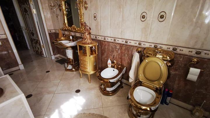 «Барокко в дурном смысле»: что говорит золотой унитаз о главе ГИБДД Ставрополья Сафронове