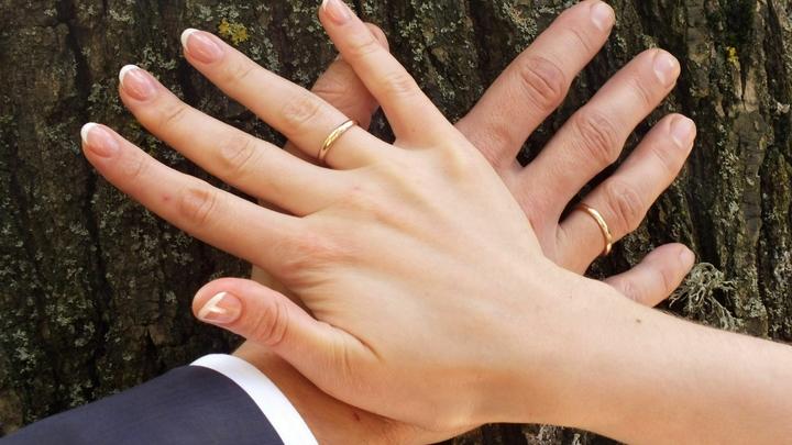 Дело не в цинке: Врач опровергла известный миф о белых пятнах на ногтях