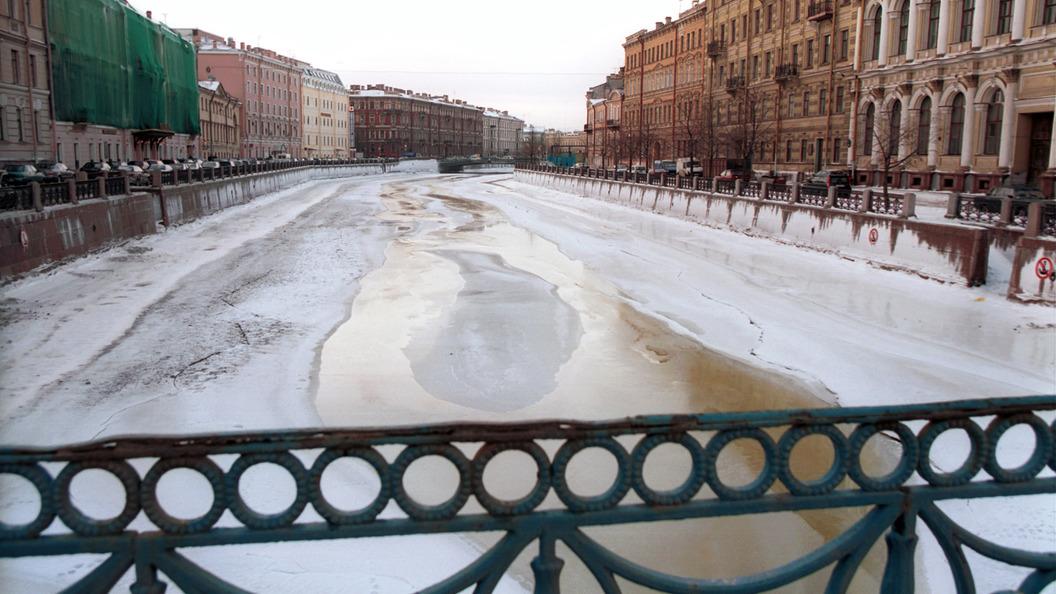 Повыбивало двери, люди были в крови: Очевидцы сообщили о последствиях взрыва в Петербурге