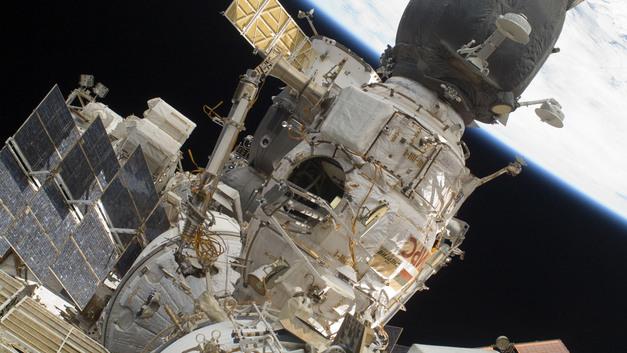 Российские ученые создали уникальную ткань для покорения Луны и Марса