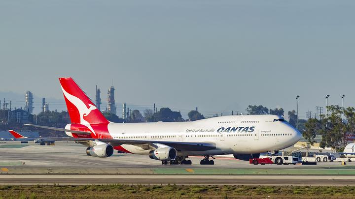 Перед похоронами Boeing 747 оставил трогательный знак в небе. Опубликовано видео