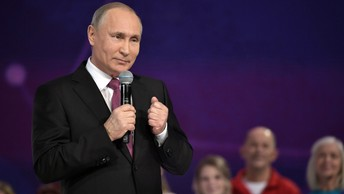 Путин пошутил о себе: Мартышка к старости слаба глазами стала