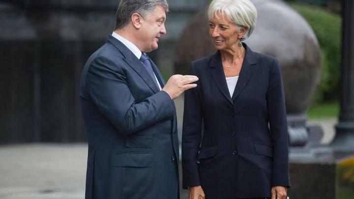 Пора учреждать медаль за взятие взаймы - журналисты о предоставлении транша МВФ Украине