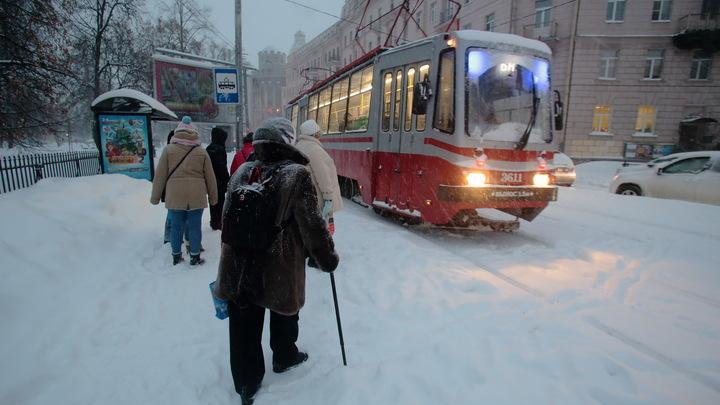 В Санкт-Петербурге восстановили обычное движение трамваев и троллейбусов