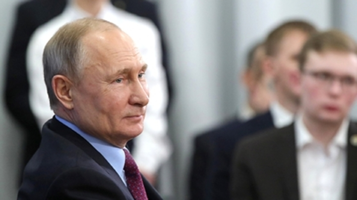 Путин - предпринимателю: Макрон обидится на вас. Я скажу, что это вы виноваты
