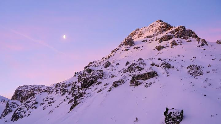 Учёные нашли объяснение кровавому снегу в Альпах