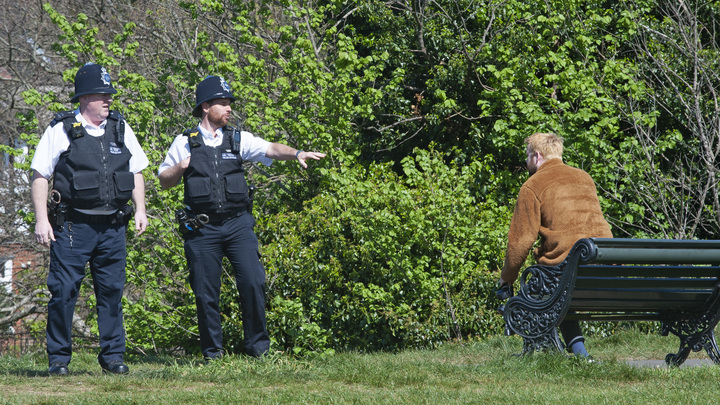 Пик пандемии ещё не пройден: В Британии продлили карантин ещё на три недели