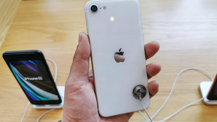 Облом, погромщики!: Apple превратила украденные в США айфоны в кирпичи